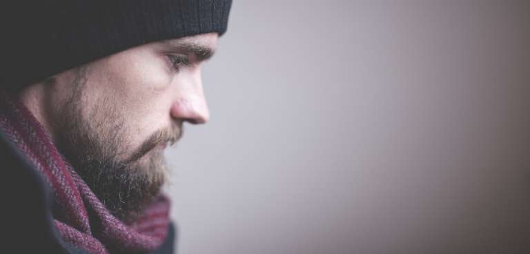 Calvas en la barba, ¿por qué aparecen y cómo solucionarlas?
