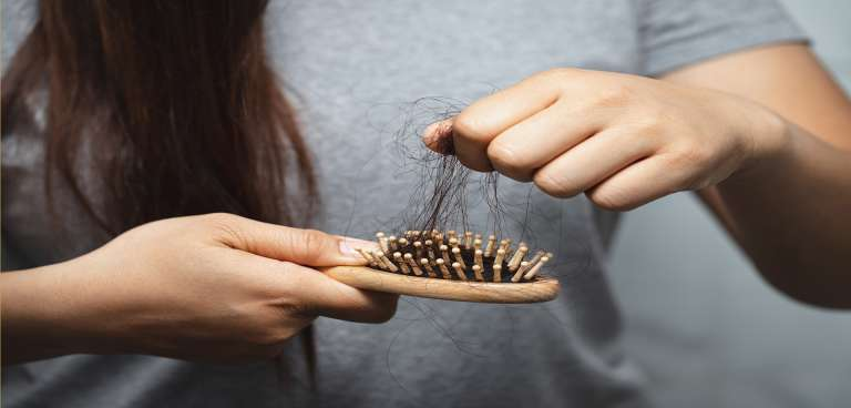 La caída de pelo en la mujer y sus soluciones